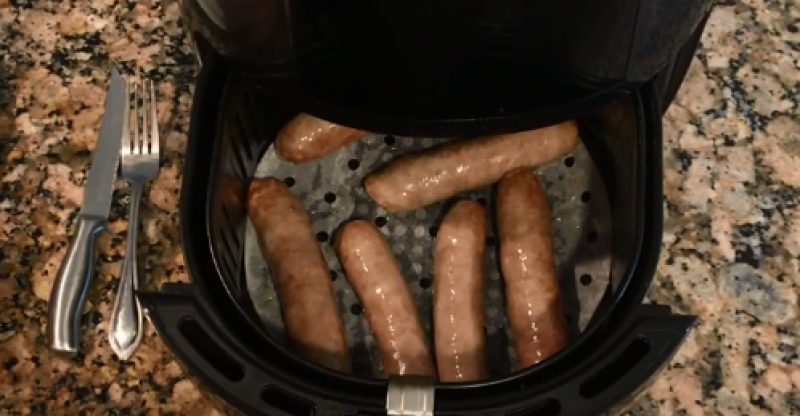 What Temp to Cook Brats in Air Fryer?